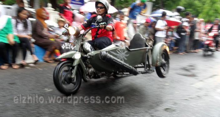 scooter beraksi . . . .