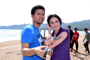 Arumi Bachin bersama pacarnya